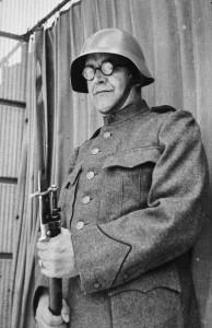 Karl Barth som frivillig i den schweiziske hær, parat til forsvar mod Nazityskland.